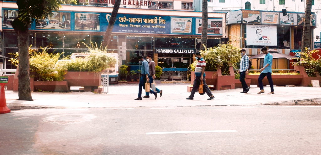 Though the lockdown is over, people are walking for the workplace. photo taken by Ava the aboltabol maa, one of the first parenting blogger,bangladeshi mom blogger. she is a bangladesh-based blogger living in Dhaka.